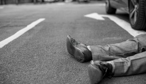 Пьяный пешеход попал под колеса автомобиля, он в реанимации
