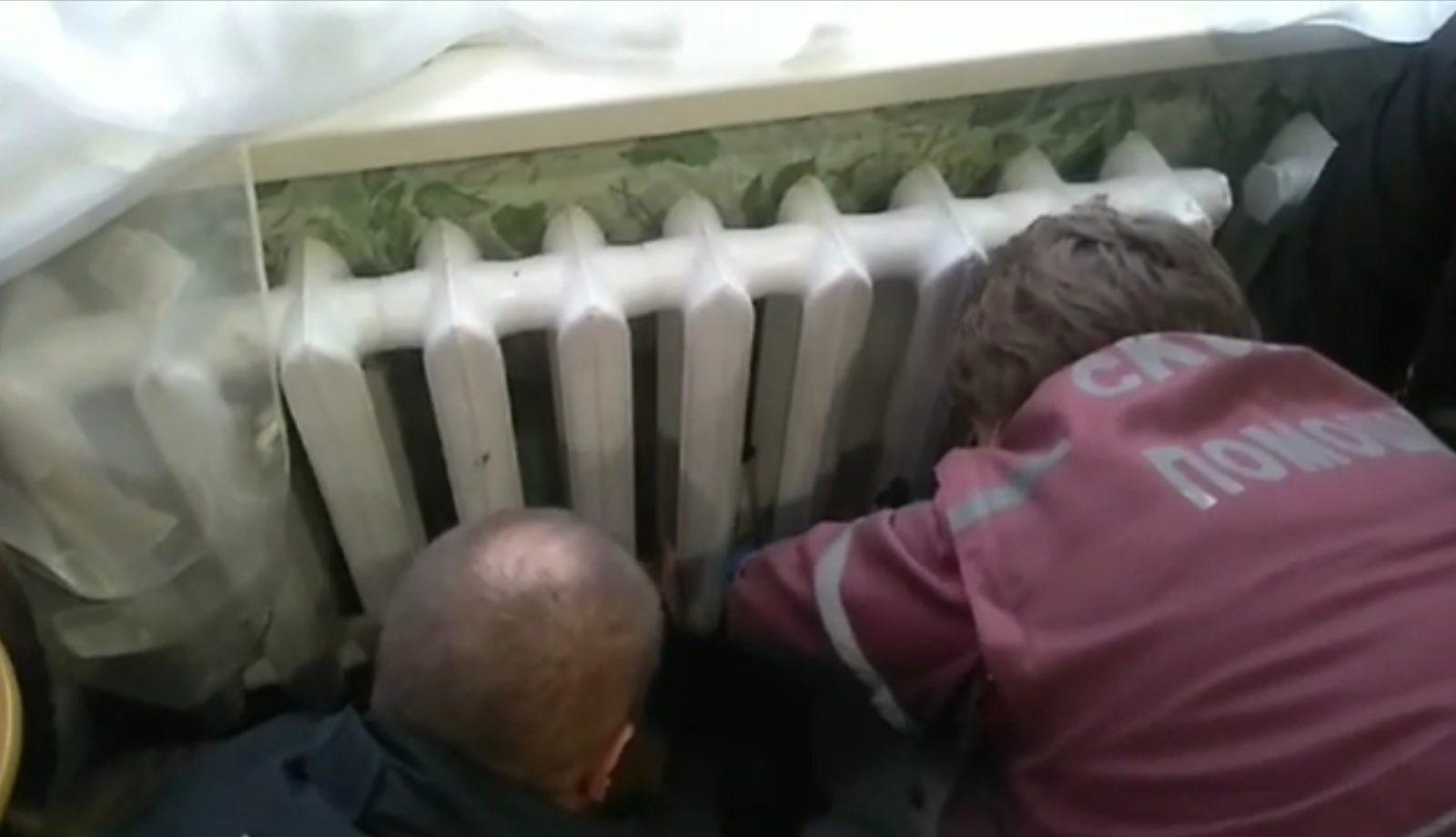 В Жлобине 6-летний мальчик застрял в батарее